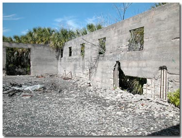 lots of ruins to see on Egmont Key.jpg